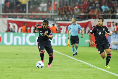 arturo: Athens, Greece- September 16, 2015: Douglas Costa (L) and Arturo Vidal (R) during the UEFA Champions League game between Olympiacos and Bayern, in Athens, Greece. Editorial