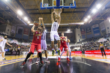 Thessaloniki, Greece, Novebmer 2, 2015: Some players in action during the Greek Basket League game Paok vs Olympiakos 版權商用圖片 - 47700868
