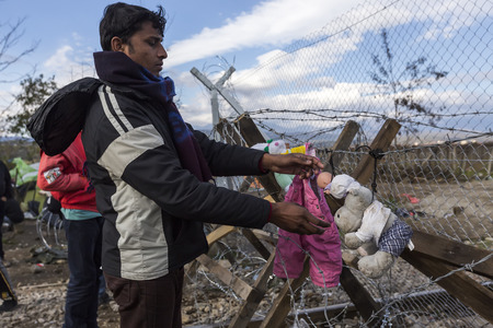 homeless people: Idomeni, Greece,  November 29, 2015: Hundreds of immigrants are in a wait at the border between Greece and FYROM waiting for the right time to continue their journey from unguarded passages