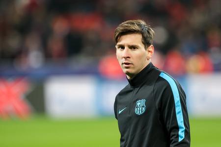 Leverkusen, Germany- 9. Dezember 2015: Lionel Messi vor Beginn der UEFA Champions League-Spiel zwischen Bayer 04 Leverkusen vs Barcelona zu BayArena