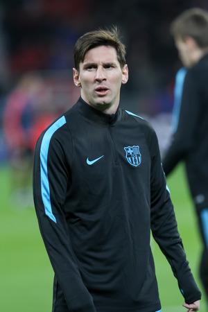 lionel messi: Leverkusen, Germany- December 9, 2015: Lionel Messi  before the beginning the UEFA Champions League game between Bayer 04 Leverkusen vs Barcelona at BayArena stadium