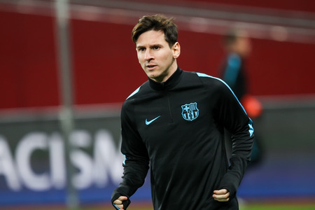 lionel: Leverkusen, Germany- December 9, 2015: Lionel Messi  before the beginning the UEFA Champions League game between Bayer 04 Leverkusen vs Barcelona at BayArena stadium