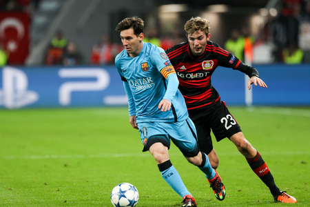 Leverkusen, Germany- December 9, 2015: Christoph Kramer (R) and Lionel Messi (L) during the UEFA Champions League game between Bayer 04 Leverkusen vs Barcelona at BayArena stadium 新聞圖片
