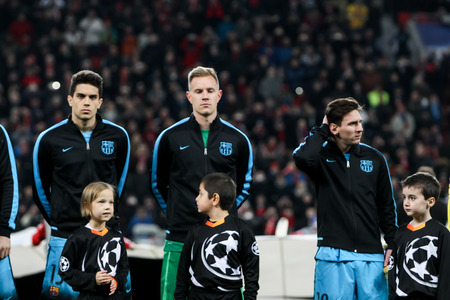 lionel messi: Leverkusen, Germany- December 9, 2015:Marc Bartra (L), Marc-Andre ter Stegen (C), Lionel Messi (R) during the UEFA Champions League game between Bayer 04 Leverkusen vs Barcelona at BayArena stadium
