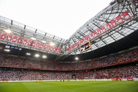 アムステルダム, オランダ-2016 年 7 月 26 日: UEFA チャンピオンズ リーグ予選 3 回戦 Ajax 対 PAOK の中完全アムステルダム アリーナ スタジアムの内部ビ