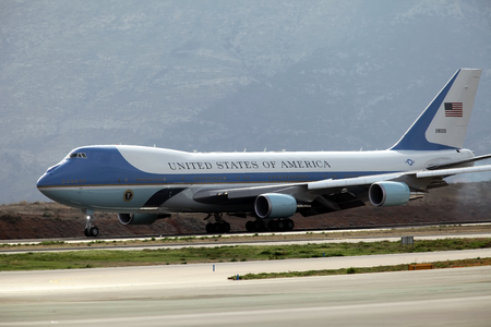 boeing 747: Atene, 15 novembre 2016: Le terre Air Force One alla aeroporto internazionale di Atene Eleftherios Venizelos. Il presidente Barack Obama è arrivato in Grecia