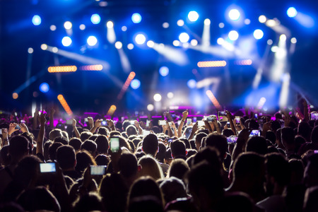 Hand with a smartphone records live music festival, Taking photo of concert stage, live concert, music festival, happy youth, luxury party, landscape exterior. 版權商用圖片 - 66902015