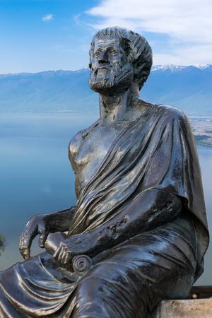 아리스토텔레스의 위대한 그리스 철학자의 동상 스톡 콘텐츠
