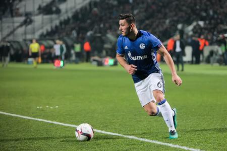Salónica, Grecia, 16 de febrero de 2017: Schalke Sead Kolasinac en la acción durante el partido de UEFA Europa League entre PAOK contra Schalke jugó en el estadio de Toumba Foto de archivo - 72148934