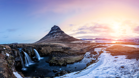 Spring sunrise over the famous Kirkjufellsfoss Waterfall with Kirkjufell mountain in the background in Iceland 版權商用圖片