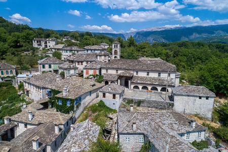 오래 된 돌의 공중보기 마을 Dilofo의 Zagorochoria, Epirus, 서 부 그리스