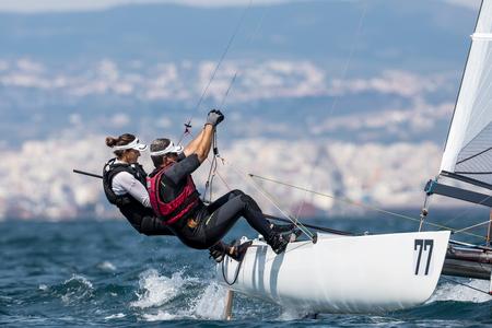 """Thessaloniki, Grecia - 30 de agosto de 2017: Atletas de yates en acción durante """"2017 Tornado Open World, Campeonato Mundial Mixto y Juvenil"""""""