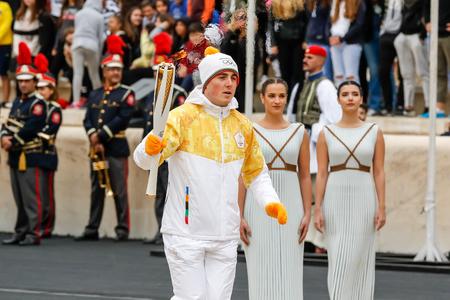 Athene, Griekenland - 31 oktober, 1717: De Olympische vlam werd overhandigd aan de organisatoren van de Olympische Winterspelen Pyeongchang (Zuid-Korea) 9-25 februari 2018. de ceremonie werd gehouden in het Panathenaic Kallimarmaro Stadium Stockfoto - 89159801