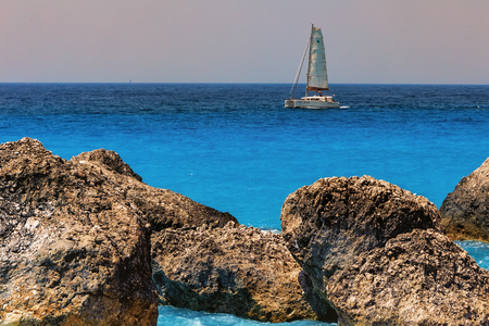 Boat sailing in the sea at the Megali Petra Beach in Lefkada Island, Greece Banque d'images