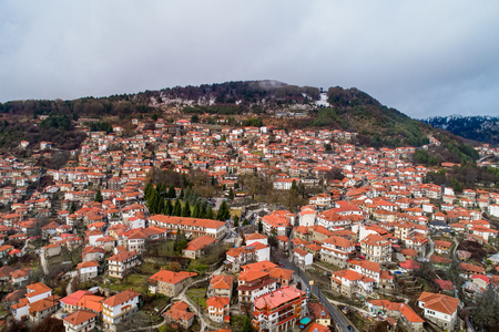 Aerial view of Metsovo is a town in Epirus, in the mountains of Pindus in northern Greece and attracts many visitors Standard-Bild