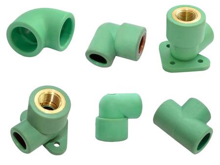 ca�er�as: La imagen muestra un conjunto de diferentes tipos de conexiones para trabajos de fontaner�a con tuber�as de agua. Aislado en el fondo blanco.