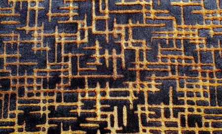origen animal: La foto muestra el fondo negro original con textura y con un modelo geométrico en amarillo de la piel natural de origen animal Foto de archivo