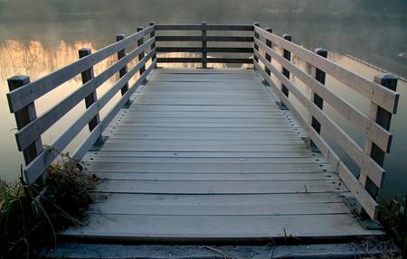 Pier über River  Standard-Bild - 1638519