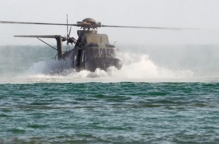 coordinacion: Helic�ptero de rescate HH-3F durante un amerizaje  Foto de archivo