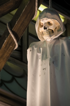 gallows: Hanging skull in a Luna Park