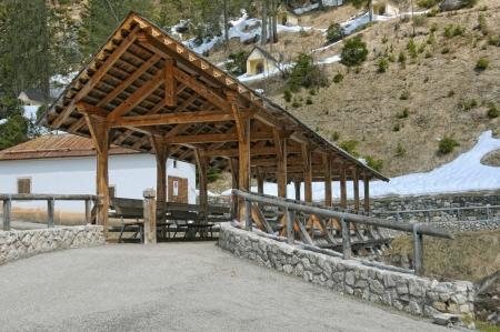 covered bridge': Covered bridge on Alps