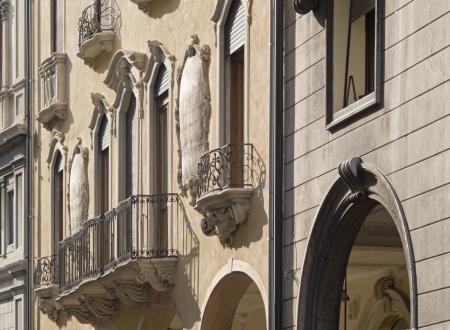 balustrade: Padua, Italy  Urban renaissance facade