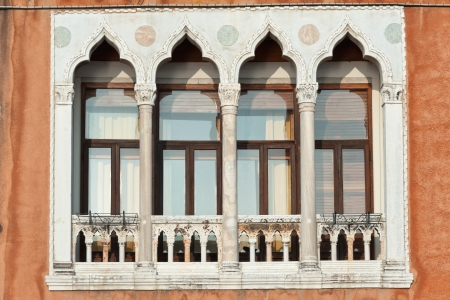 Venetian baroque style windows on an ancient palace Stock Photo - 19195604