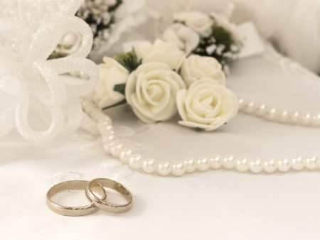 bridal veil: wedding rings Stock Photo