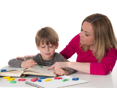 彼女の息子を教える母