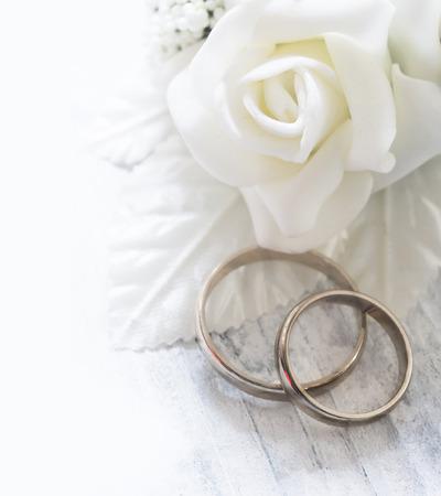 anillos de boda: los anillos de boda Foto de archivo