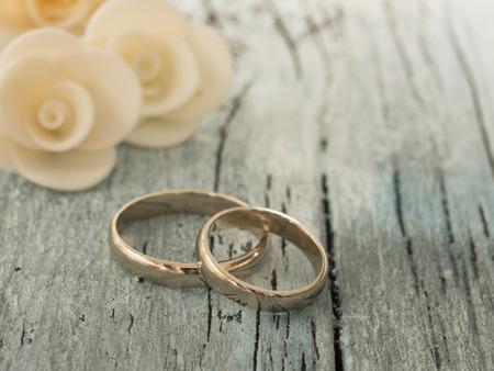 matrimonio feliz: anillos de boda  Foto de archivo