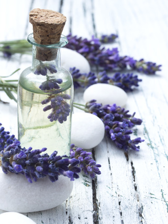 masaje facial: arreglo de lavanda spa