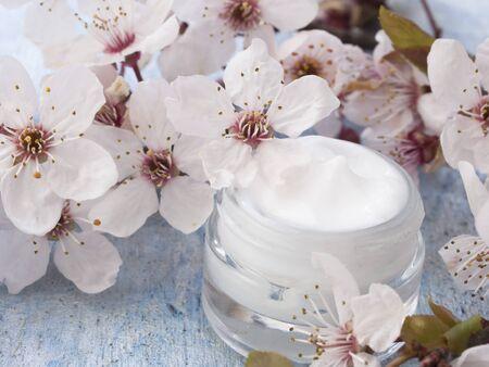 꽃 컨셉으로 신선한 천연 화장품 스톡 콘텐츠