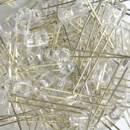 leds: fondo con retroiluminación LED con docenas de LED transparentes. Foto de archivo