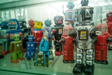 vecchi classici robot giocattolo di latta Archivio Fotografico