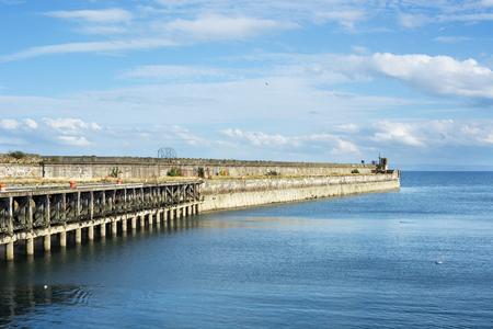 スコットランドのカークカルディの町の古い桟橋
