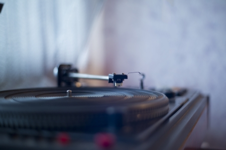 zoomed: Zoomed wiew of vinyl player waiting wise user Stock Photo