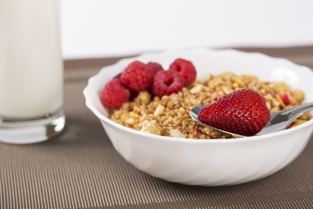 musli: Zoomed cereals in bowl with strawberries and raspberries