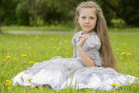 well behaved: A well-behaved little princess in the park