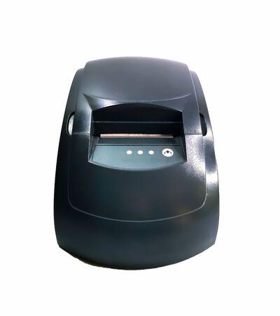 Registrierkasse zum Drucken von Schecks isoliert auf weißem Hintergrund. Ein Drucker zum Drucken von Kassenbons von einem Terminal oder einem Computer. Kostengünstige Kasse für kleine Unternehmen. Vorderansicht. Registrierkasse für den Druck von Schecks auf einem weißen Hintergrund. Ein Drucker zum Drucken von Kassenbons von einem Terminal oder einem Computer. Günstige Kasse für kleine Unternehmen. Vorderansicht.