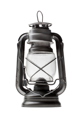 candil: L�mpara de petr�leo de la vendimia en el fondo blanco