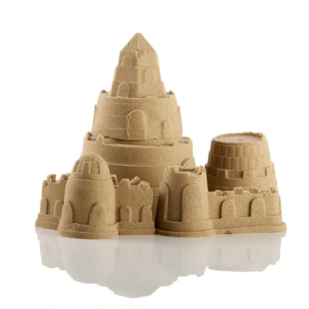 Sandcastle at the beach isolated over white 免版税图像 - 29281745