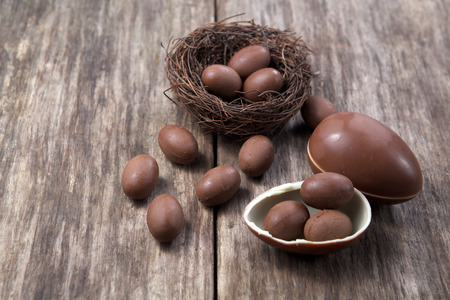 chocolate eggs: chocolate eggs on wooden background