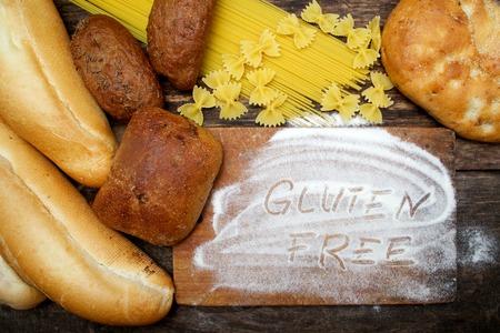 나무 배경에 빵 무료 단어 글루텐 스톡 콘텐츠