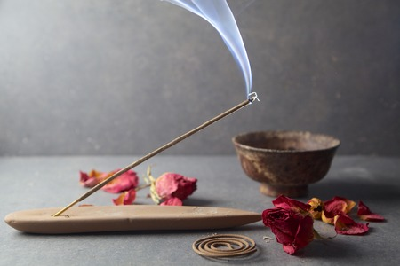 whit: Incense stick. Aromatherapy whit petals