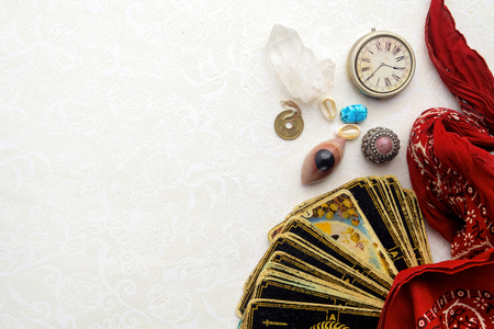 Composition of esoteric objects, used for healing and fortune-telling Banque d'images