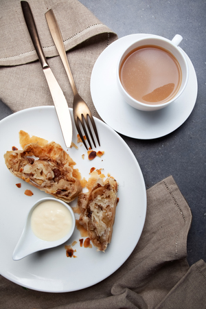 Apple strudel with vanilla cream and coffee Standard-Bild
