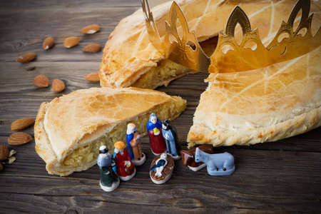 Epiphany cake, French Galette de rois with figure of three kings and holly family. 免版税图像