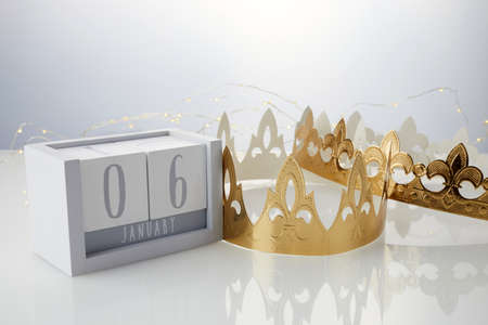 Happy Epiphany day, three kings day. Calendar with king crown on white background 免版税图像