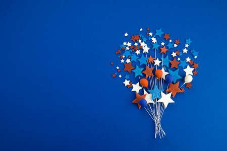 劳动节快乐横幅。红色,白色,蓝色颜色星和baloons在蓝色背景。